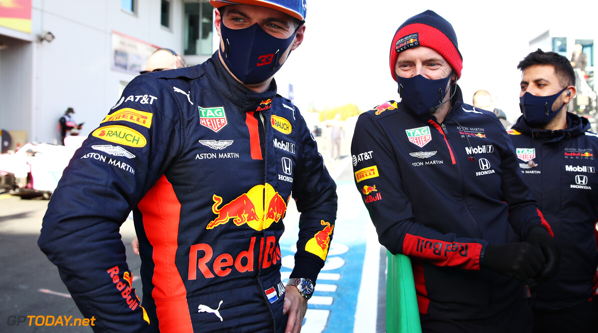 NUERBURG, GERMANY - OCTOBER 10: Third placed qualifier Max Verstappen of Netherlands and Red Bull Racing talks with his team in parc ferme during qualifying ahead of the F1 Eifel Grand Prix at Nuerburgring on October 10, 2020 in Nuerburg, Germany. (Photo by Mark Thompson/Getty Images) // Getty Images / Red Bull Content Pool  // SI202010100390 // Usage for editorial use only //  F1 Eifel Grand Prix - Qualifying     SI202010100390