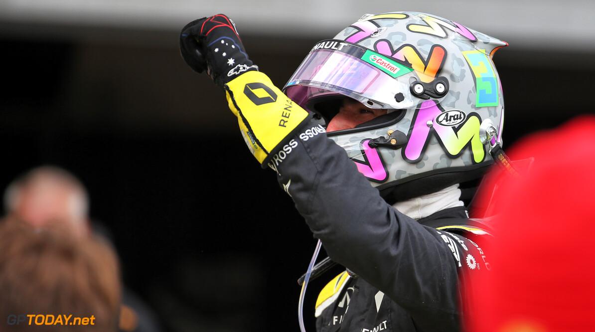 """Daniel Ricciardo: """"Ik ben vergeten uit mijn schoen te drinken!"""""""