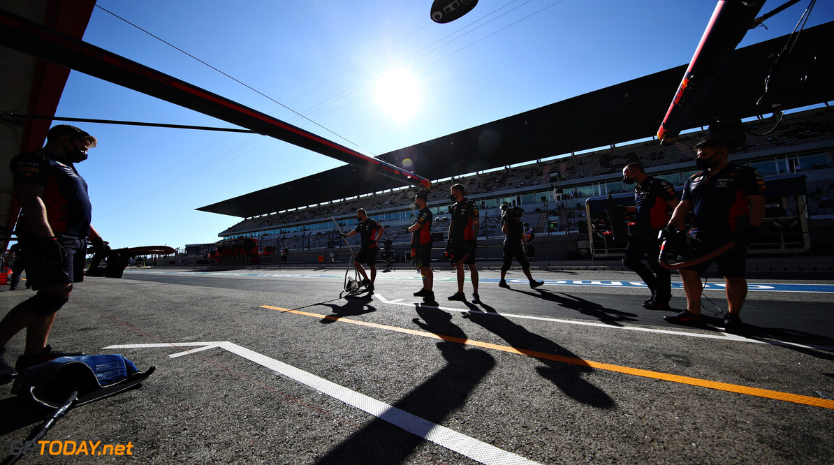 PORTIMAO, PORTUGAL - OCTOBER 23: The Red Bull Racing team wait in the Pitlane during practice ahead of the F1 Grand Prix of Portugal at Autodromo Internacional do Algarve on October 23, 2020 in Portimao, Portugal. (Photo by Mark Thompson/Getty Images) // Getty Images / Red Bull Content Pool  // SI202010230359 // Usage for editorial use only //  F1 Grand Prix of Portugal - Practice     SI202010230359