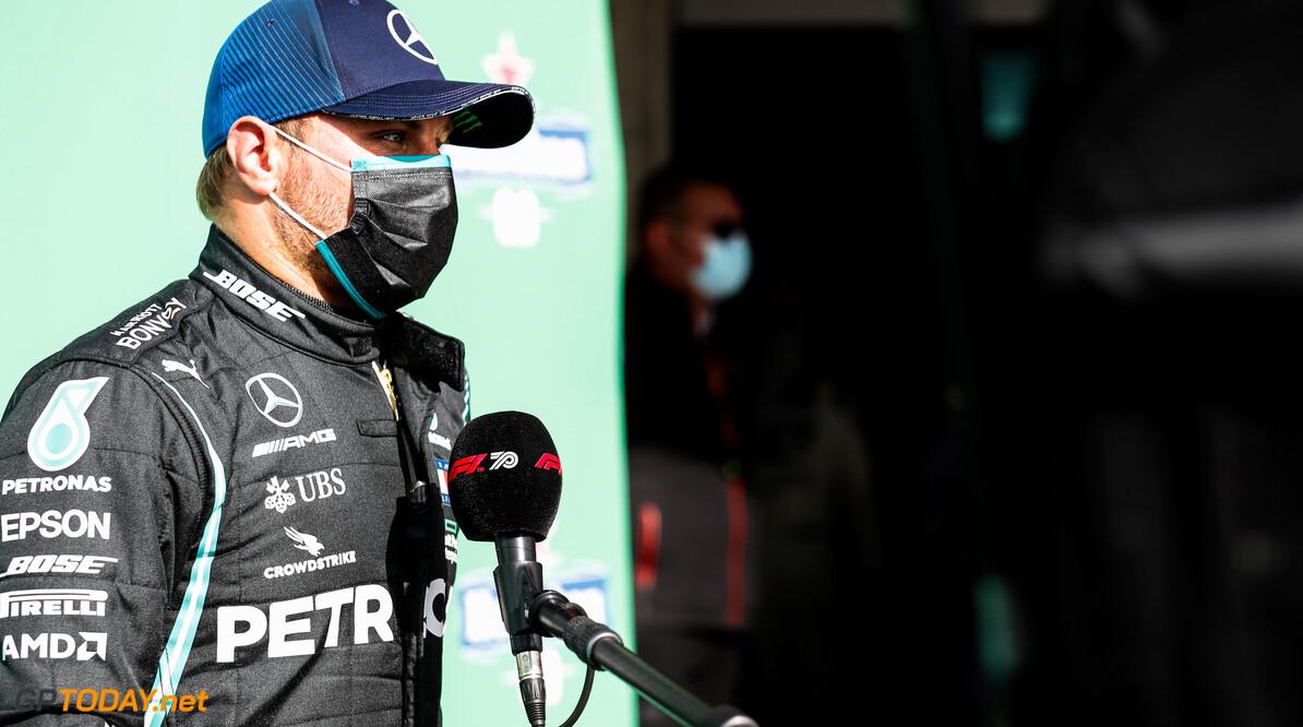 """Valtteri Bottas na pole: """"Lewis en Max zullen me morgen gaan uitdagen"""""""