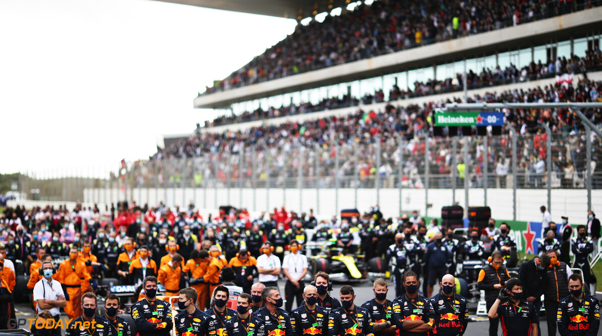 PORTIMAO, PORTUGAL - OCTOBER 25: The Red Bull Racing team stand for the national anthem on the grid before the F1 Grand Prix of Portugal at Autodromo Internacional do Algarve on October 25, 2020 in Portimao, Portugal. (Photo by Peter Fox/Getty Images) // Getty Images / Red Bull Content Pool  // SI202010250105 // Usage for editorial use only //  F1 Grand Prix of Portugal     SI202010250105