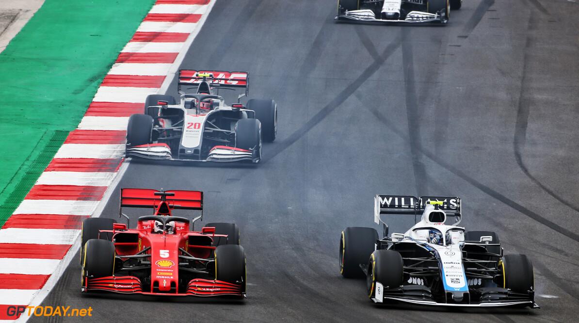 <b>Video:</b> Sebastian Vettel ziet iedereen om z'n oren vliegen