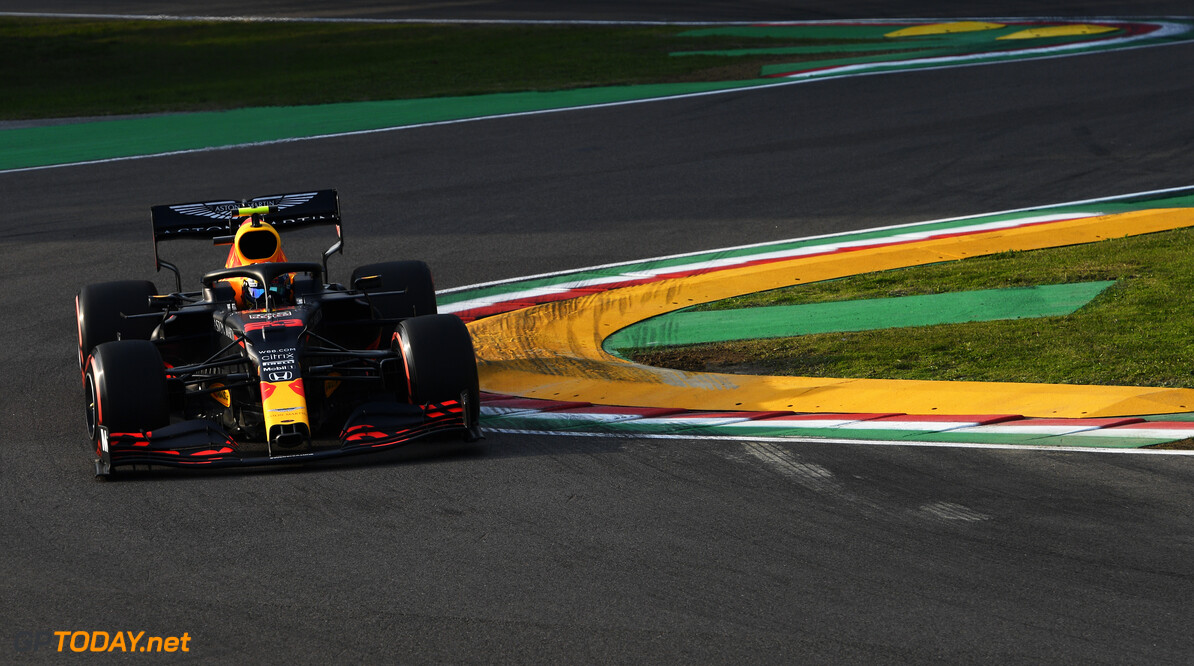IMOLA, ITALY - OCTOBER 31: Alexander Albon of Thailand driving the (23) Aston Martin Red Bull Racing RB16 on track during qualifying ahead of the F1 Grand Prix of Emilia Romagna at Autodromo Enzo e Dino Ferrari on October 31, 2020 in Imola, Italy. (Photo by Rudy Carezzevoli/Getty Images) // Getty Images / Red Bull Content Pool  // SI202010310416 // Usage for editorial use only //  F1 Grand Prix of Emilia Romagna - Practice & Qualifying     SI202010310416