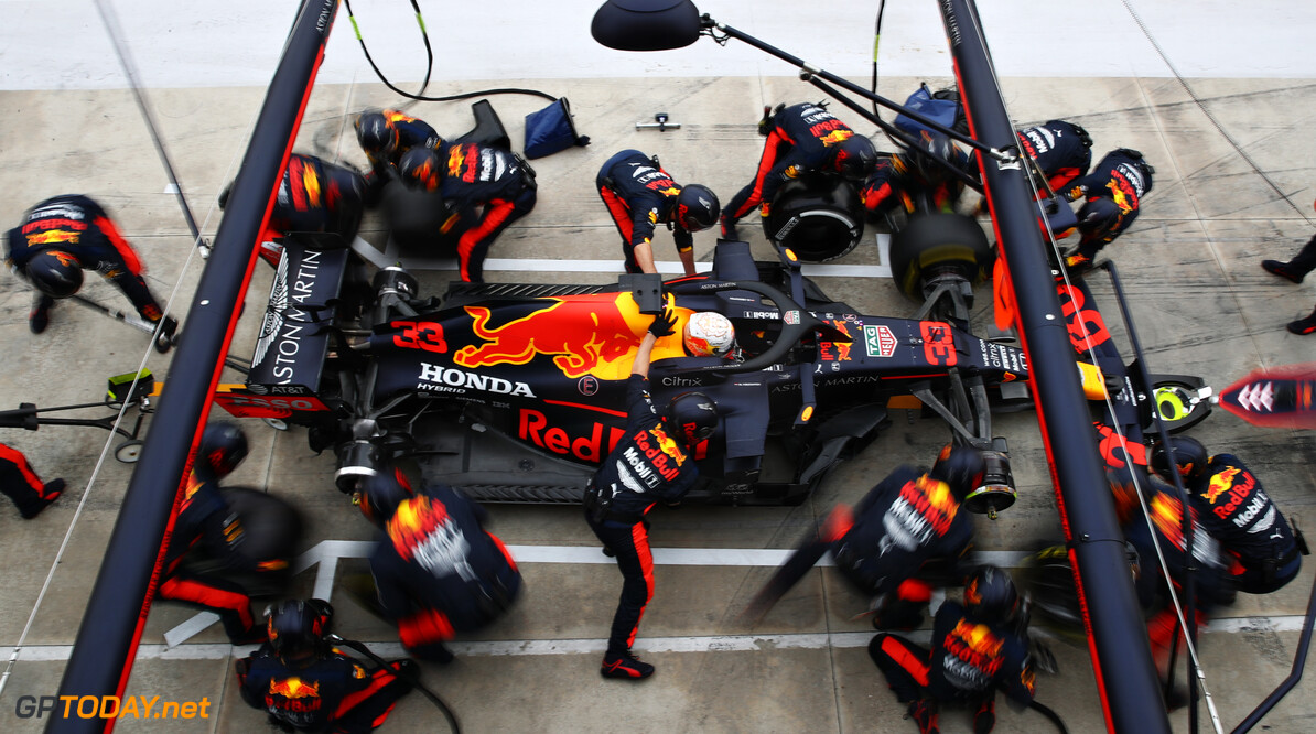 IMOLA, ITALY - NOVEMBER 01: Max Verstappen of the Netherlands driving the (33) Aston Martin Red Bull Racing RB16 makes a pitstop during the F1 Grand Prix of Emilia Romagna at Autodromo Enzo e Dino Ferrari on November 01, 2020 in Imola, Italy. (Photo by Mark Thompson/Getty Images) // Getty Images / Red Bull Content Pool  // SI202011010111 // Usage for editorial use only //  F1 Grand Prix of Emilia Romagna     SI202011010111