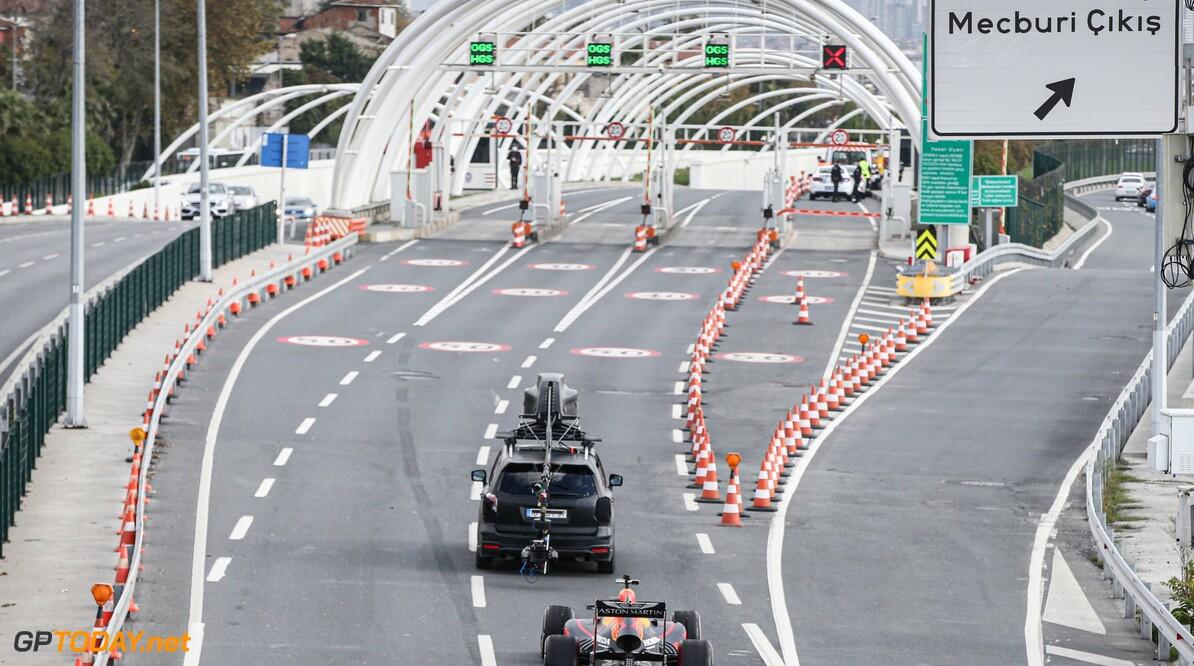 <b>Video:</b> Alex Albon en Pierre Gasly houden straatrace in Turkije