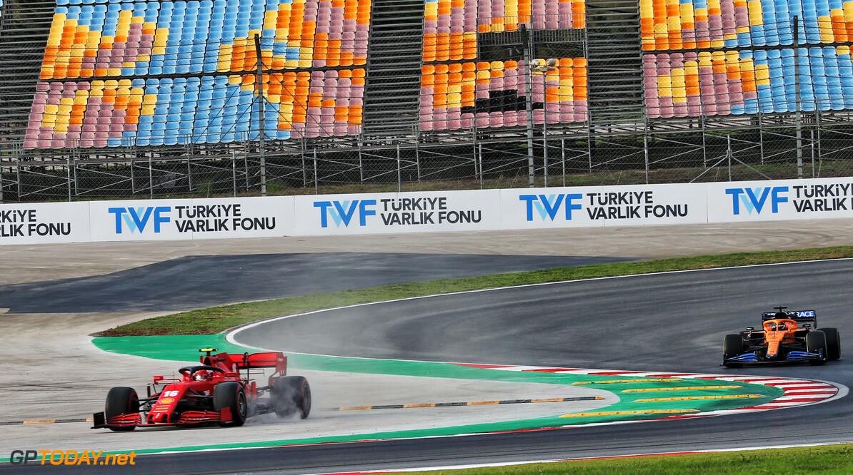 <b>Video:</b> Organisatie Turkse Grand Prix laat auto's de hele nacht rondjes rijden om asfalt te verbeteren