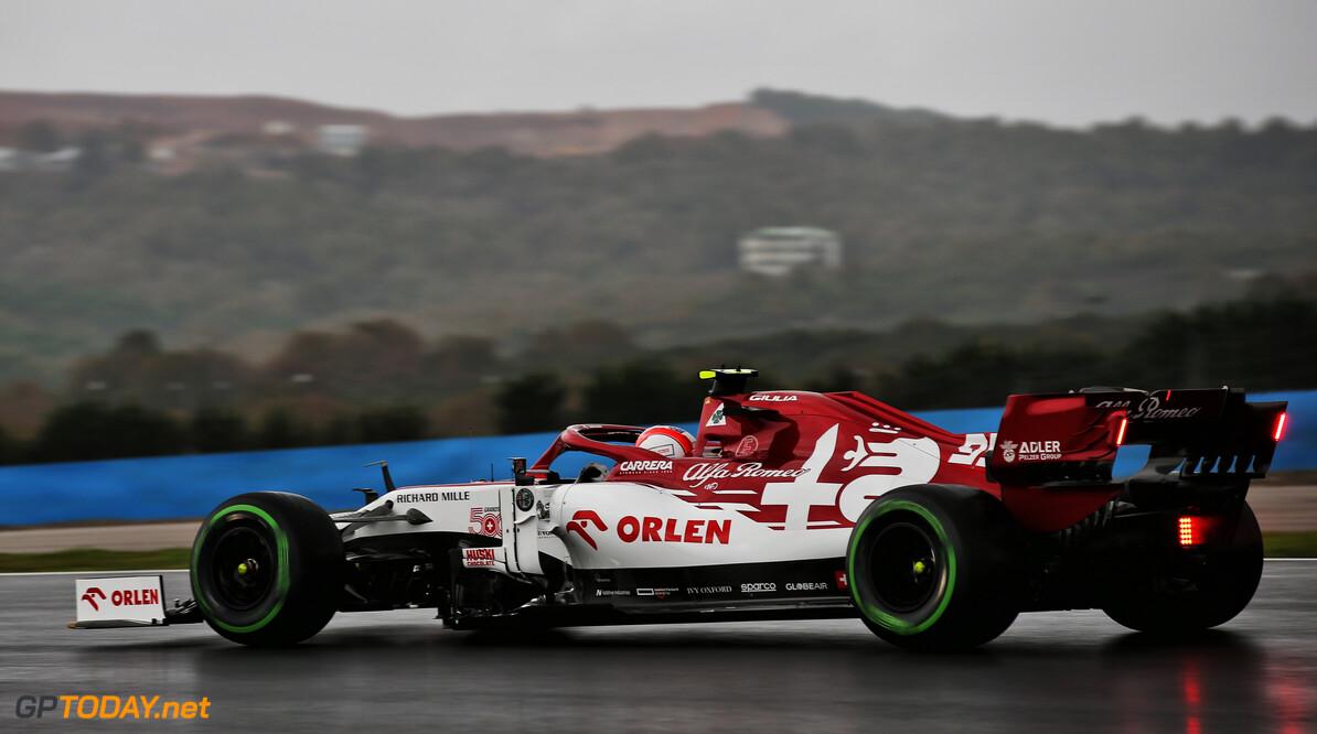 <b>Video:</b> Antonio Giovinazzi crasht op weg naar de grid in Turkije