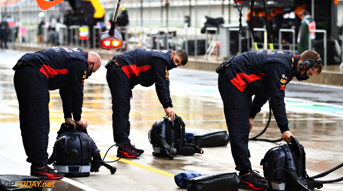 ISTANBUL, TURKEY - NOVEMBER 14: Red Bull Racing team members work in the Pitlane during qualifying ahead of the F1 Grand Prix of Turkey at Intercity Istanbul Park on November 14, 2020 in Istanbul, Turkey. (Photo by Bryn Lennon/Getty Images) // Getty Images / Red Bull Content Pool  // SI202011140197 // Usage for editorial use only //  F1 Grand Prix of Turkey - Qualifying     SI202011140197