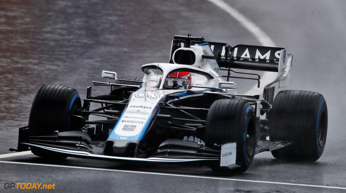 """Russell na klunzige crash in pitstraat: """"Niet mijn fout"""""""
