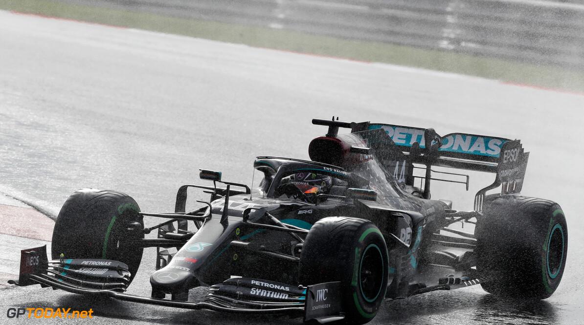 Hamilton wint knotsgekke GP Turkije en verzegelt zevende wereldtitel in stijl
