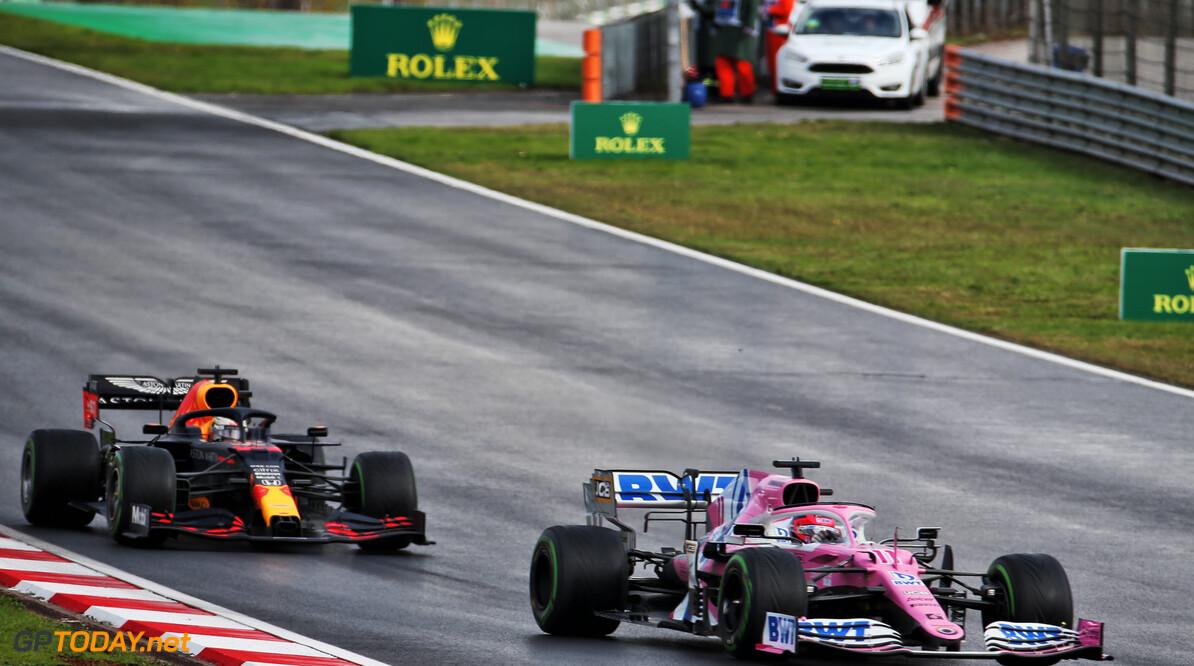 """Max Verstappen krijgt geen straf voor rijden over witte lijn na pitstop: """"Er is te weinig bewijs"""""""
