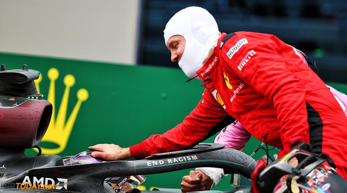 """Vettel over zevende wereldtitel Hamilton: """"Blij dat ik er getuige van mag zijn"""""""