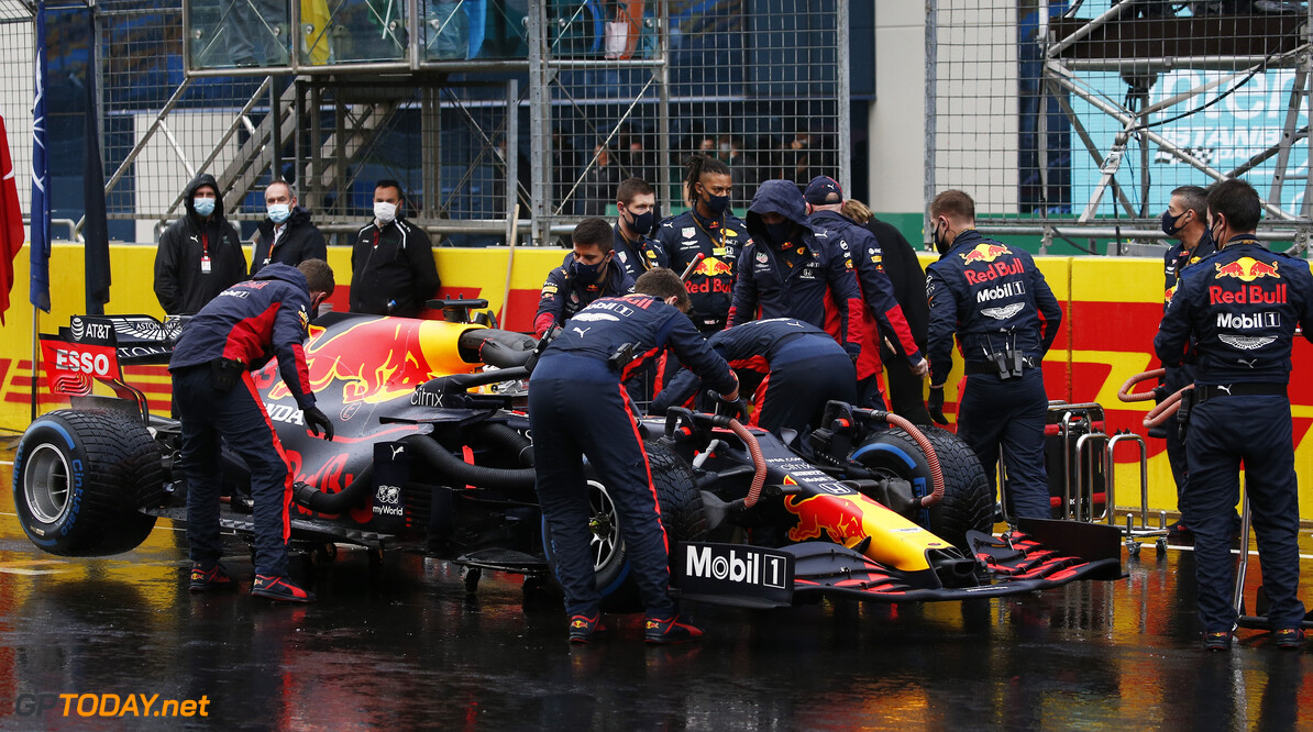 ISTANBUL, TURKEY - NOVEMBER 15: The Red Bull Racing team work on the grid before the F1 Grand Prix of Turkey at Intercity Istanbul Park on November 15, 2020 in Istanbul, Turkey. (Photo by Kenan Asyali - Pool/Getty Images) // Getty Images / Red Bull Content Pool  // SI202011150135 // Usage for editorial use only //  F1 Grand Prix of Turkey     SI202011150135