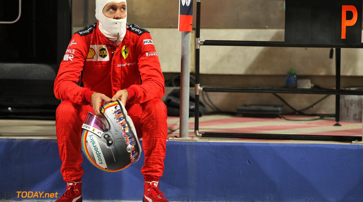 """Villeneuve over lijdensweg Vettel: """"Maar als hij naar zijn bankrekening kijkt kan hij lachen"""""""