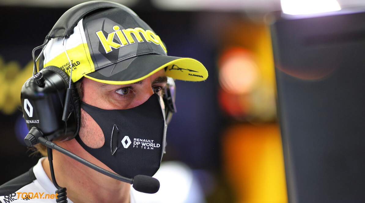Herstellende Fernando Alonso hervat zijn trainingsprogramma