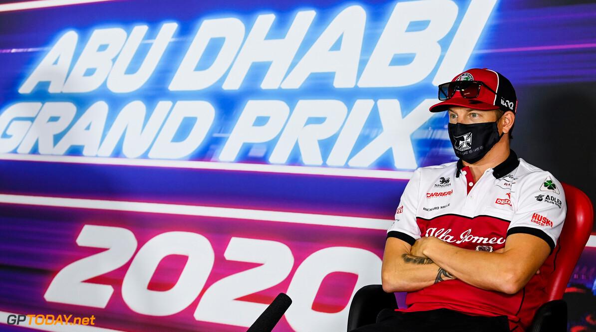 <b>Video:</b> Kimi Raikkonen's auto vliegt in brand tijdens FP2