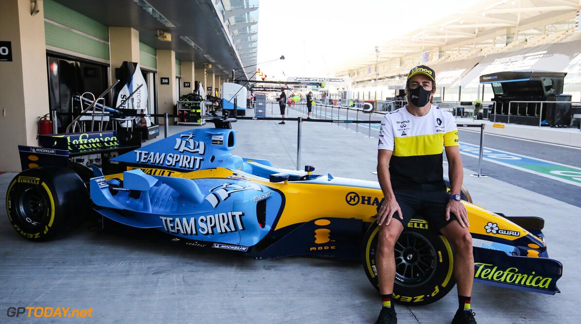 <b>Video:</b> Onboard bij Fernando Alonso in Abu Dhabi met de Renault-F1 Bolide uit 2005