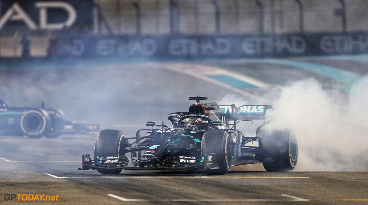 """Nieuwe F1-baas: """"Heb gesproken met Hamilton over situatie contract"""""""