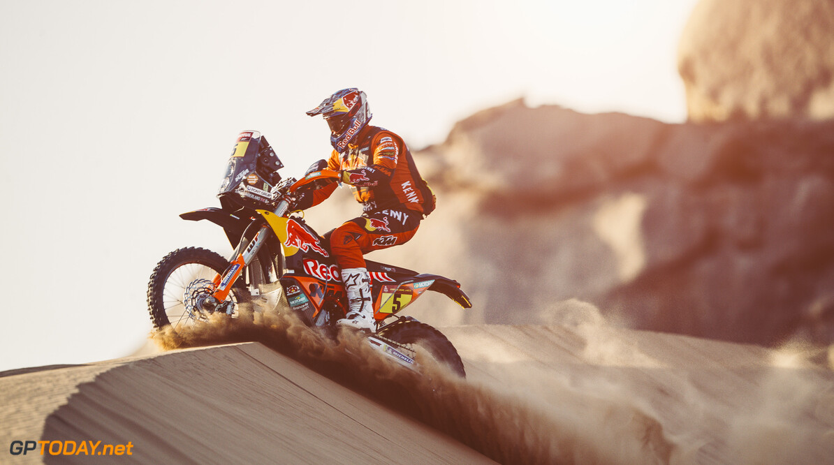 Sam Sunderland (GBR) for Red Bull KTM Factory Team races during stage 2 of Rally Dakar 2021 from Bisha to Wadi Ad-Dawasir, Saudi Arabia on January 04, 2021. // Flavien Duhamel/Red Bull Content Pool // SI202101040121 // Usage for editorial use only //  Sam Sunderland     SI202101040121