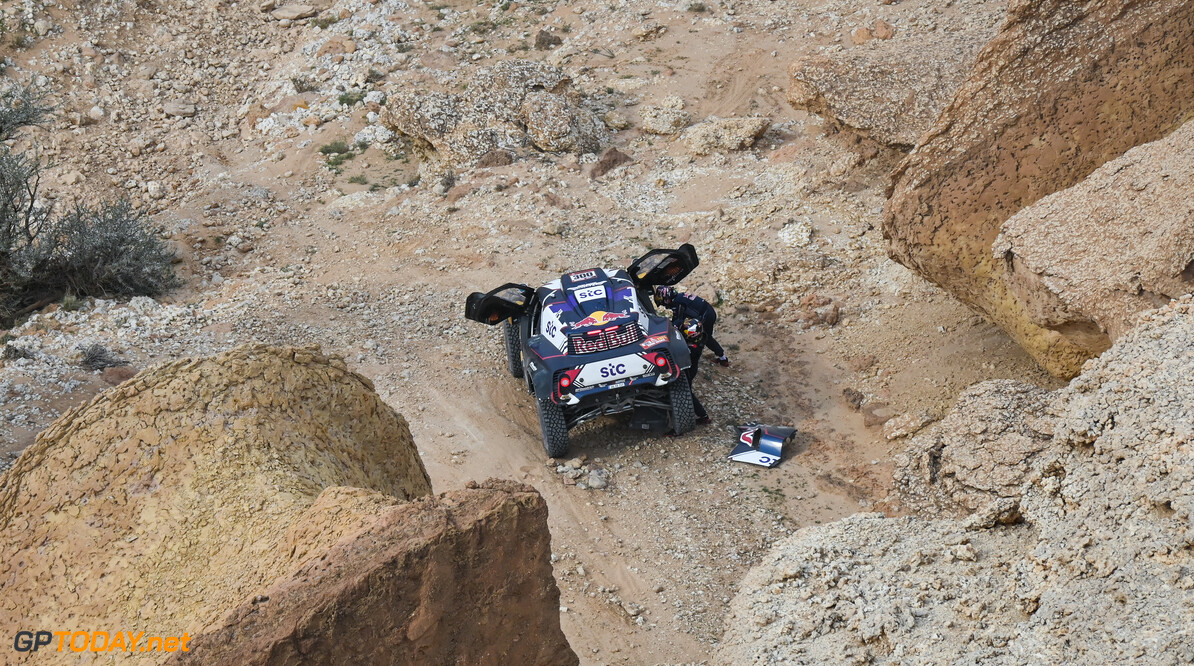 Carlos Sainz and Lucas Cruz in the Mini Buggy of the X-Raid Mini JCW Team races during the 5th stage of the Dakar 2021 between Riyadh and Al Qaisumah, in Saudi Arabia on January 7, 2021. // Eric Vargiolu / DPPI / Red Bull Content Pool // SI202101070226 // Usage for editorial use only //  Carlos Sainz and Lucas Cruz     SI202101070226