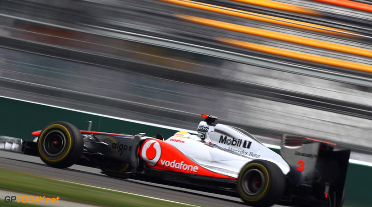 VT1: Lewis Hamilton zet eerste richttijd neer in stoffig India