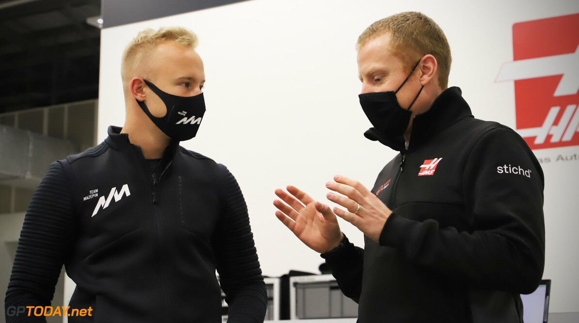 <b>Video:</b> De eerste dag van Nikita Mazepin in fabriek van Haas F1