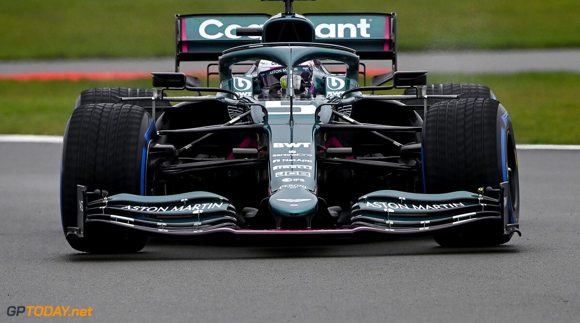 In beeld: Vettel en Stroll voor het eerst op de baan met de AMR21