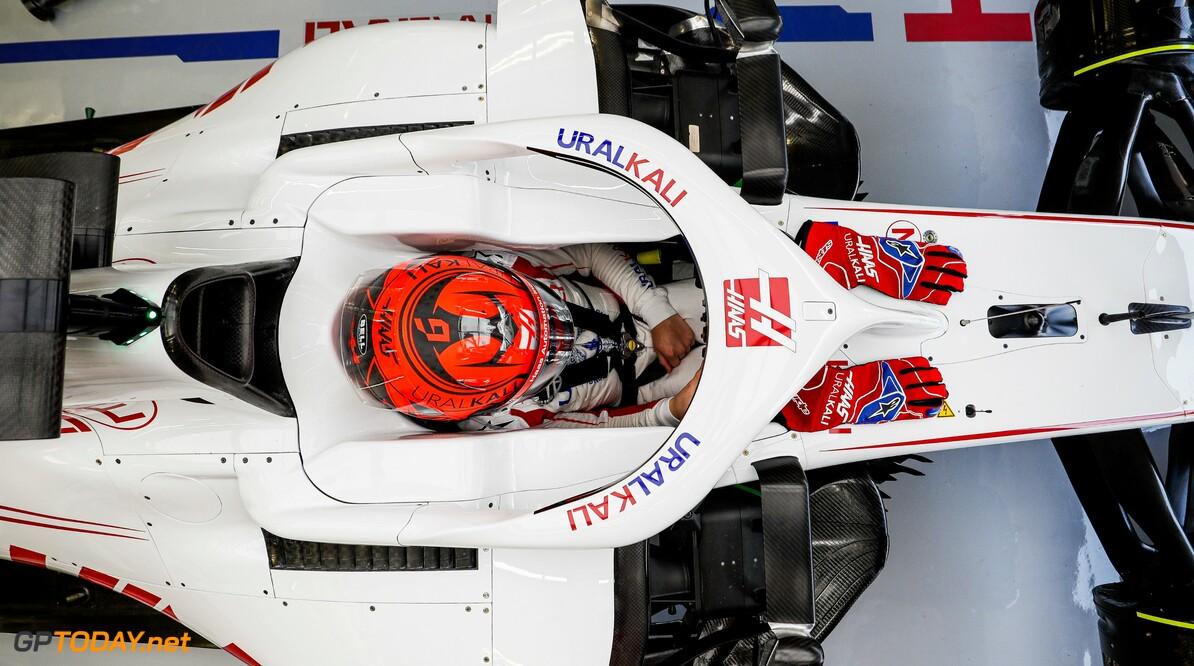 <b>Video:</b> De eerste ronde van de Haas F1 Team VF-21