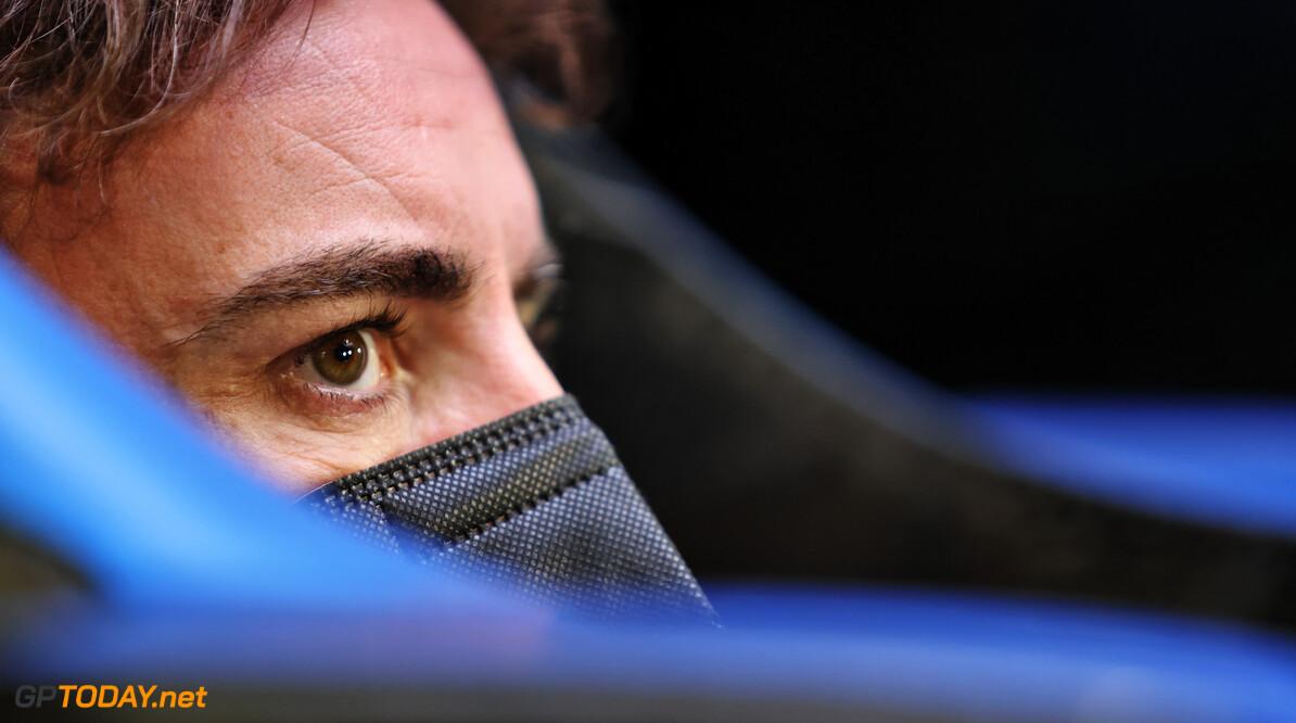 """Alonso twijfelt niet aan zijn talent voor F1-terugkeer: """"Ik ben beter dan Hamilton en Verstappen"""""""