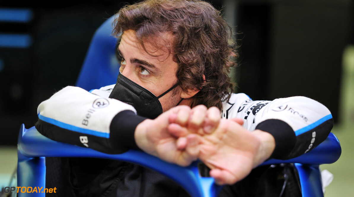 Alonso laat na het seizoen titanium platen uit kaak verwijderen