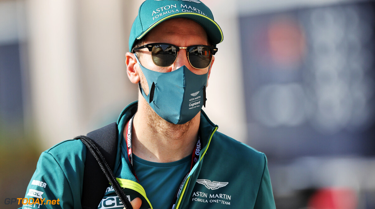 """Vettel moet nog wennen aan de Aston Martin: """"Auto gedraagt zich anders"""""""