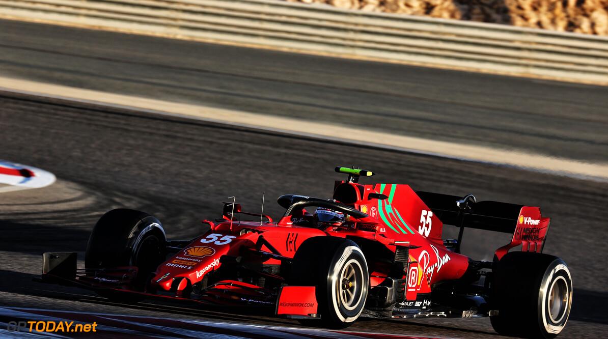 <b>Video:</b> Sainz en Raikkonen racen en raken elkaar tijdens de middagtest!
