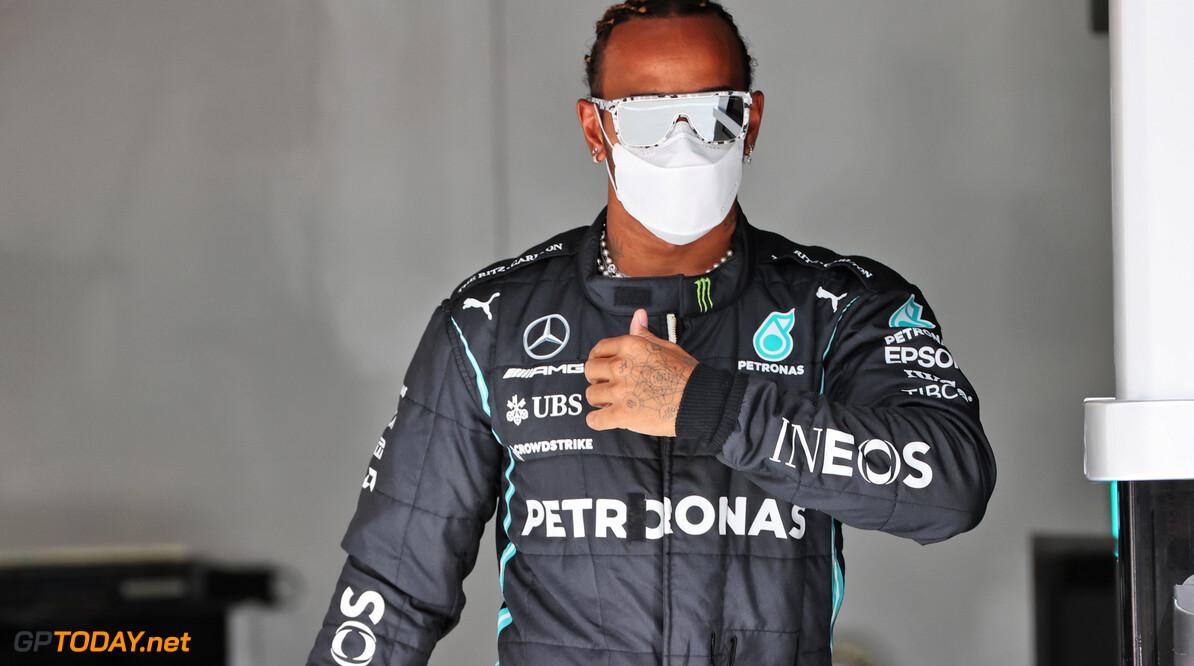 Hamilton smeekt Mercedes om updates maar Wolff houdt het tegen