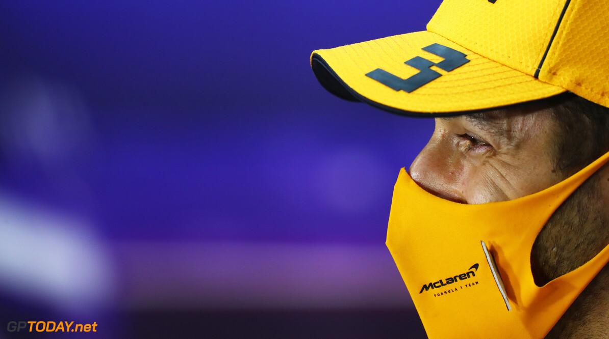 Daniel Ricciardo sluit weddenschap af met McLaren-baas Zak Brown
