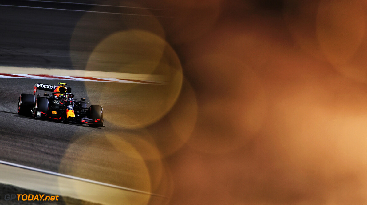 <b>Video:</b> Sergio Perez zorgt voor code rood vanwege kapotte achterband