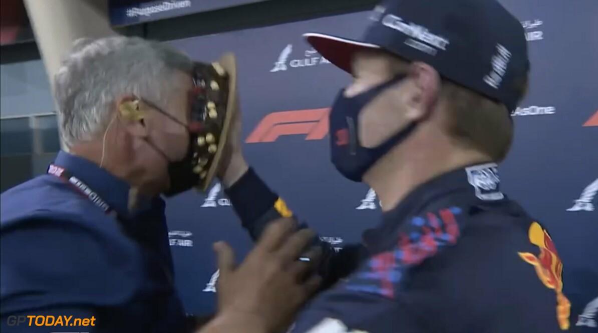 <b>Video:</b> Max Verstappen gooit vol verjaardagscake in David Coulthard's gezicht na pole in Bahrein