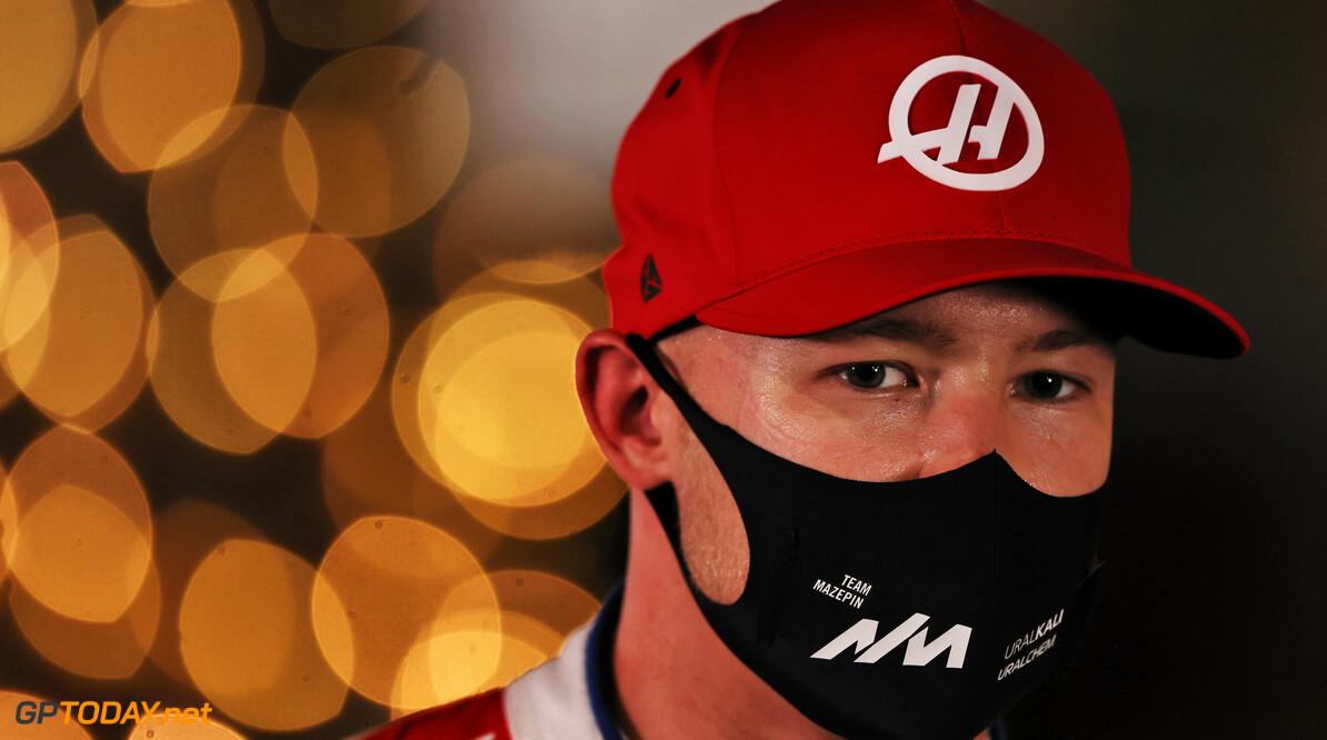 Nikita Mazepin kwaad op zichzelf na crash in eerste ronde in Bahrein