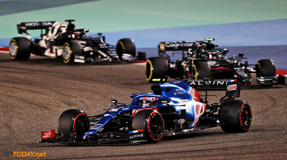 McLaren, Alpine en Alfa Romeo dienen Aston Martin van repliek