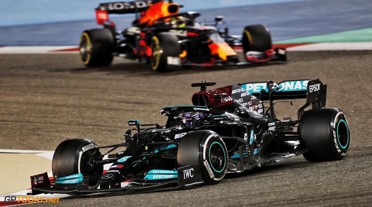 """Hamilton na winnen harde bevochte GP Bahrein: """"Een van de meest lastige races in tijden"""""""