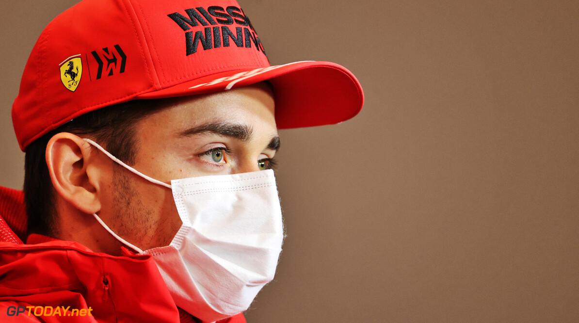 <b>Video:</b> Charles Leclerc crasht zijn Ferrari