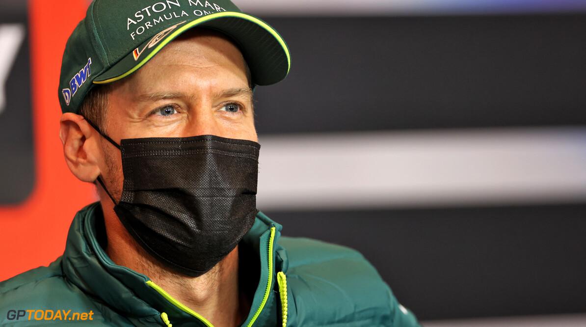 """Vettel weigert COVID-19 vaccinatie met goede reden: """"Het is mijn beurt nog niet"""""""