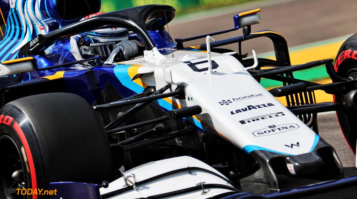 <b>Video:</b> Nicholas Latifi met auto vol in de bandenstapels, Schumacher verliest voorvleugel