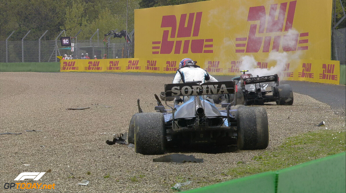 <b>BREAKING:</b> Grote crash halverwege GP Emilia Romagna, rode vlag als gevolg
