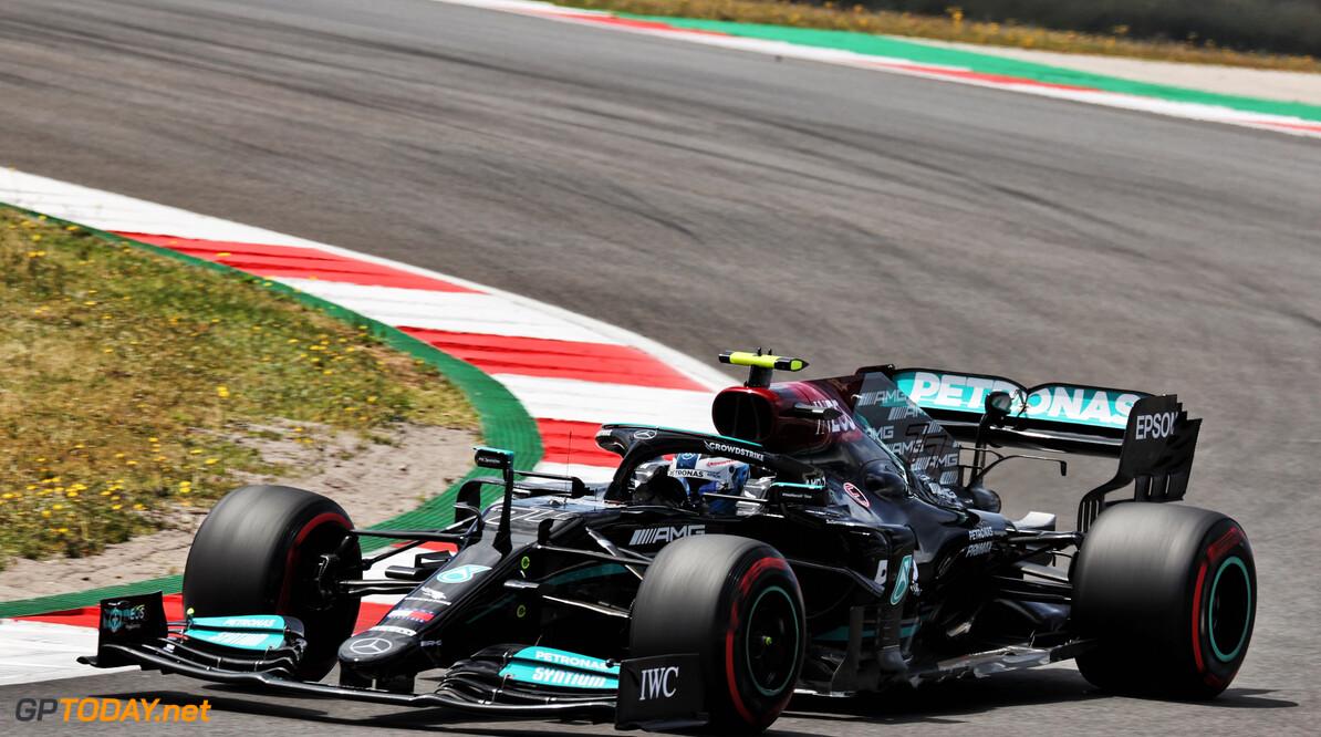 """Valtteri Bottas blij met eerste pole position in 2021: """"Kreeg de banden goed op temperatuur"""""""