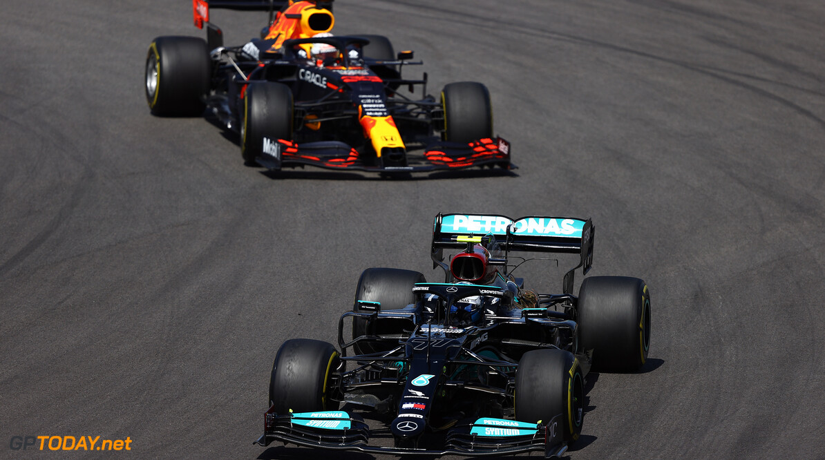 PORTIMAO, PORTUGAL - MAY 02: Valtteri Bottas of Finland driving the (77) Mercedes AMG Petronas F1 Team Mercedes W12 leads Max Verstappen of the Netherlands driving the (33) Red Bull Racing RB16B Honda on track during the F1 Grand Prix of Portugal at Autodromo Internacional Do Algarve on May 02, 2021 in Portimao, Portugal. (Photo by Bryn Lennon/Getty Images) // Getty Images / Red Bull Content Pool  // SI202105020479 // Usage for editorial use only //  F1 Grand Prix of Portugal     SI202105020479