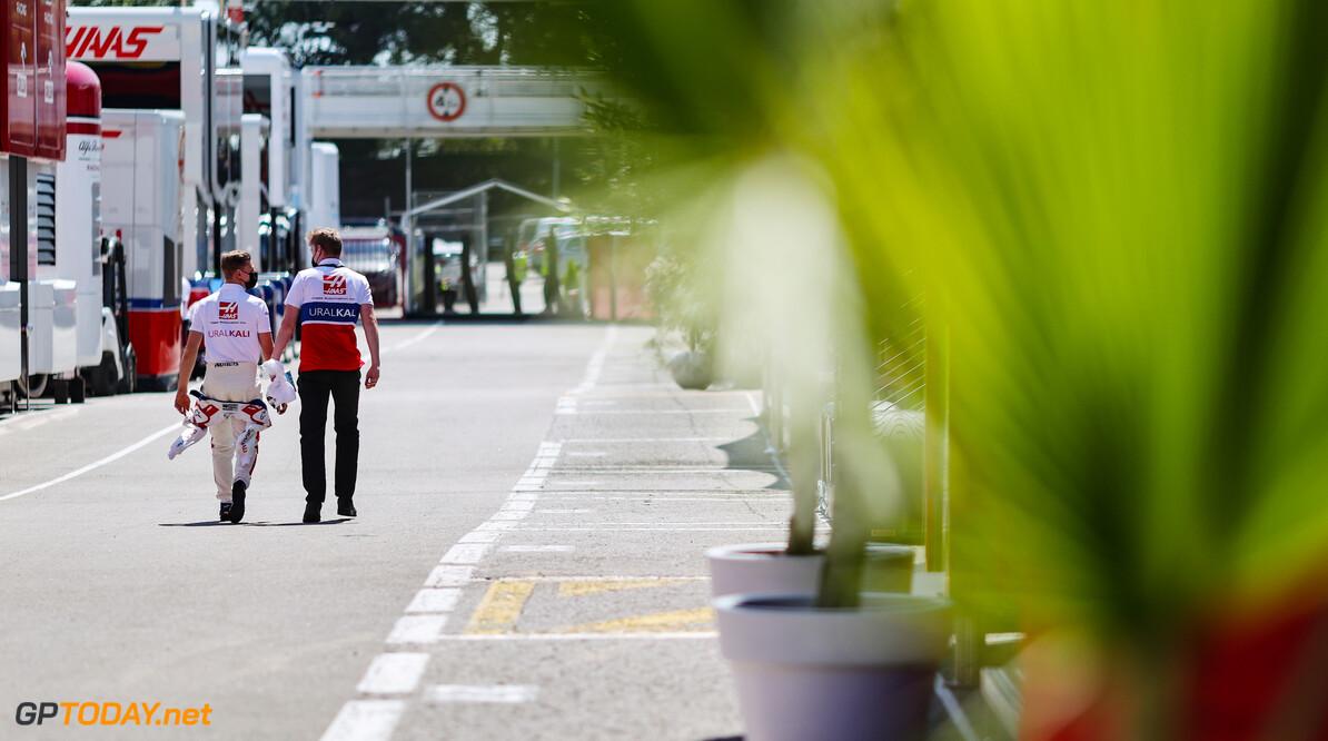 """Mick Schumacher """"gefrustreerd"""" dat hij pitcrew Haas in gevaar bracht"""