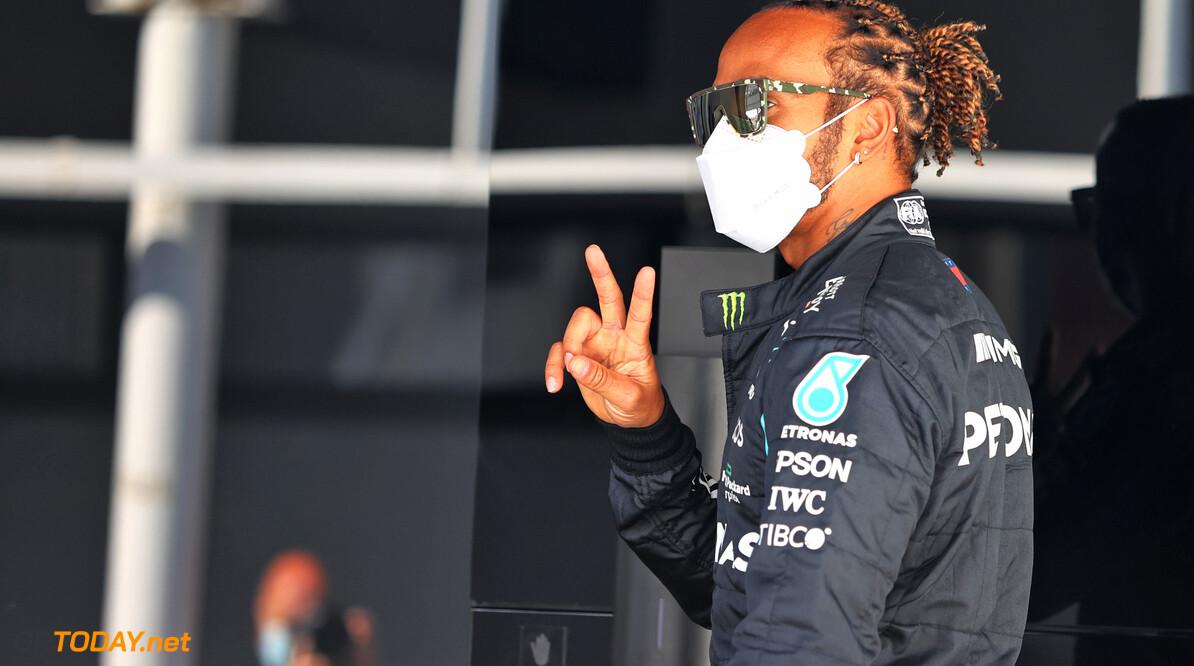 Hamilton suggereert dat Verstappen een buigbare achtervleugel heeft