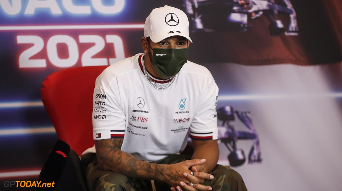 """Horner over Hamilton: """"Hij begint geïrriteerd te raken door Verstappen"""""""
