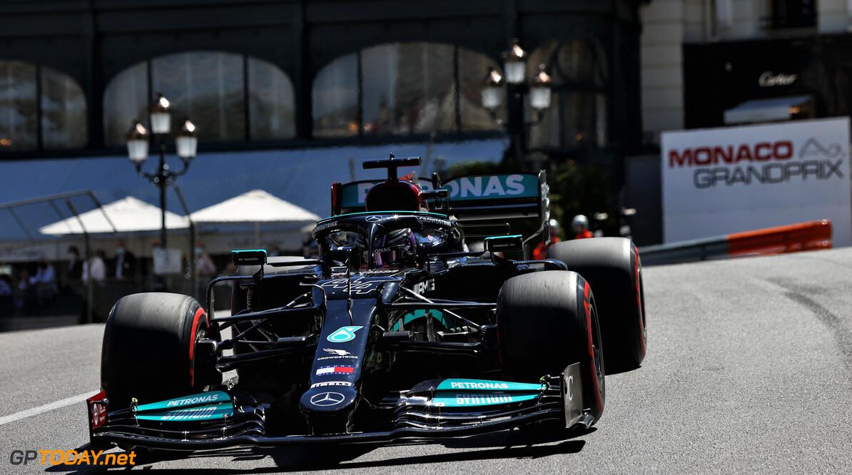 Lewis Hamilton heeft geen woorden na de mokerslag die Max Verstappen hem toediende