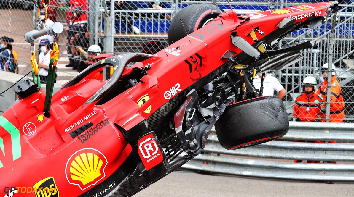"""Rekensom Helmut Marko: """"Theoretisch gezien staat Leclerc op pole, maar hij had veel schade"""""""